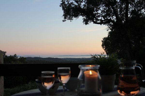 Die Sommerabende auf der Terrasse unseres Butterhäuschens sind lang und lau