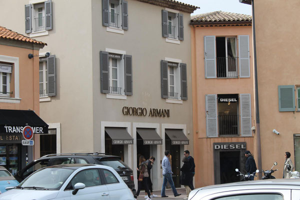 Armani, Gucci, Prada - Was kostet die Welt?