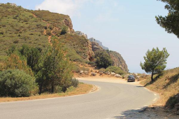 Haltebucht und Fußweg an der Corniche des Crêtes von Cassis nach La Ciotat