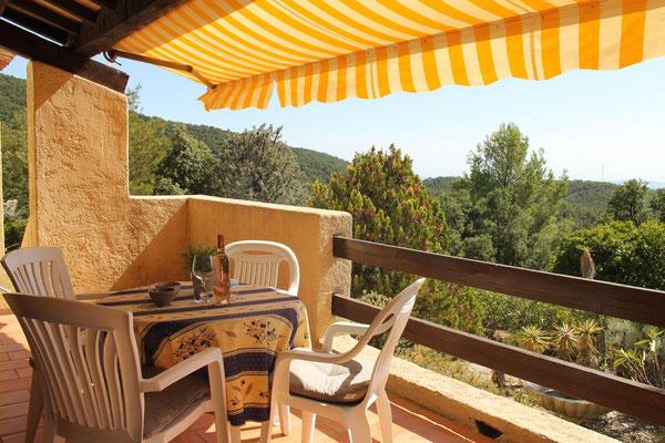 Die Terrasse wird im Sommer zum 2. Wohnraum