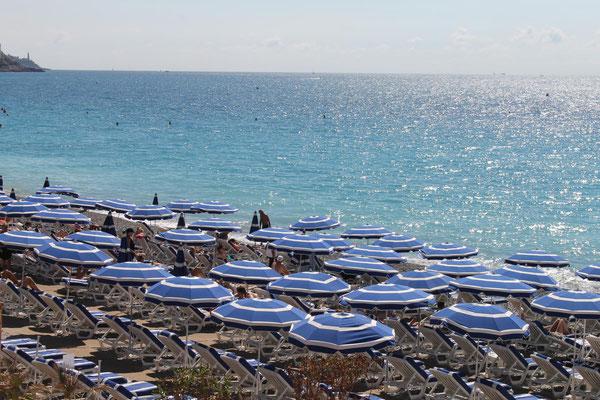 Auch die Strände - wie hier in Nizza - sind gut besucht
