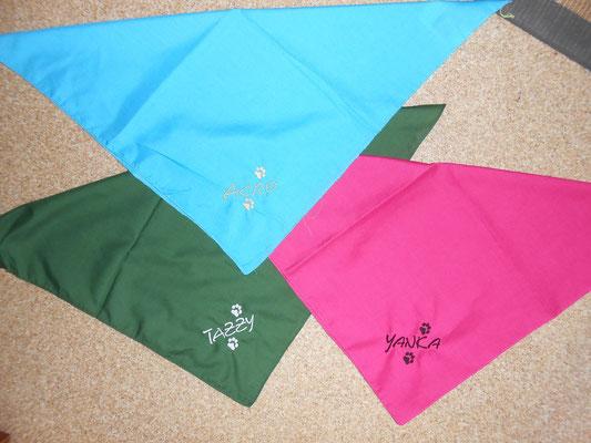 Dreiecktücher für Halsbänder mit indiv.Namen 8 Euro