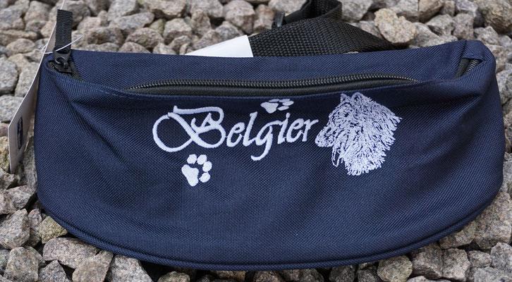 18- Bauchtasche Bag Base BG42 Stickmotiv 02775 Preis  15 Euro