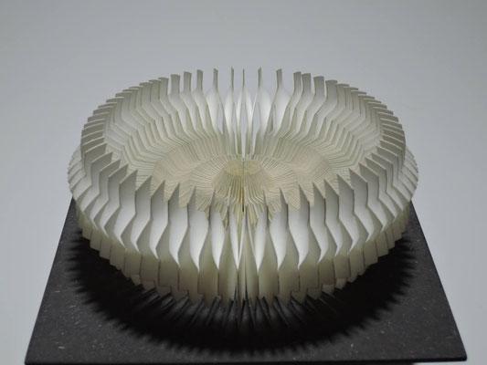 Wandelobjekt Stufe / PAPIER-art ART-papier, Papierobjekt, Harald Metzler, Mattsee, Österreich