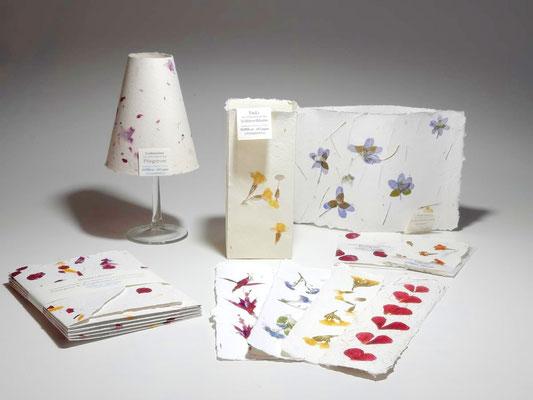 Papierunikate zum Valentinstag, handgeeschöpftes Papier, PAPIER-art Werkstatt, Mattsee, Österreich
