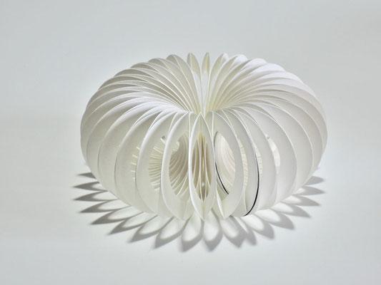 Sphäre II - 2014 - Dm 15 / H 6,5 cm / PAPIER-art ART-papier, Papierobjekt, Harald Metzler, Mattsee, Österreich