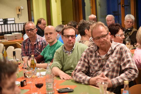 Mitglieder und Besucher bei der Mitgliederversammlung