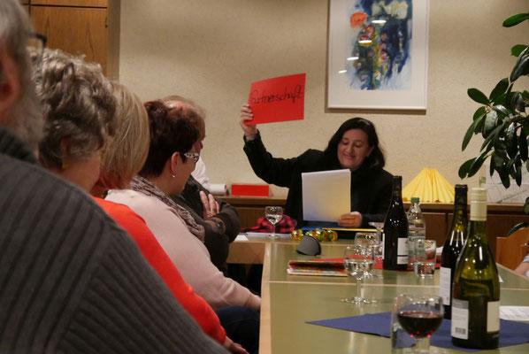 In Form einer Büttenrede gab Annette Schmidt ihren Jahresbericht