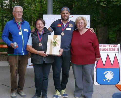 Der dritte Platz ging an die Schlossgartenbouler - Wolfgang und Marisa Hoffmann ,Thomas;  Monika Franck