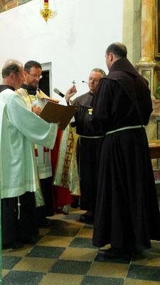"""Franziskus von Assisi: """"Regel und Leben der Minderen Brüder ist dieses, nämlich unseres Herrn Jesu Christi heiliges Evangelium zu beobachten durch ein Leben in Gehorsam, ohne Eigentum und in Keuschheit."""""""