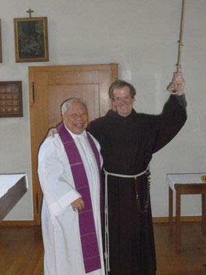 Br.Antonio läutet die Glocke in Näfels zur hl.Messe