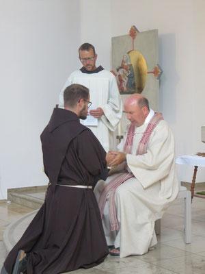 Br.Johannes-Maria Pfister erneuert seine einfache Profess.