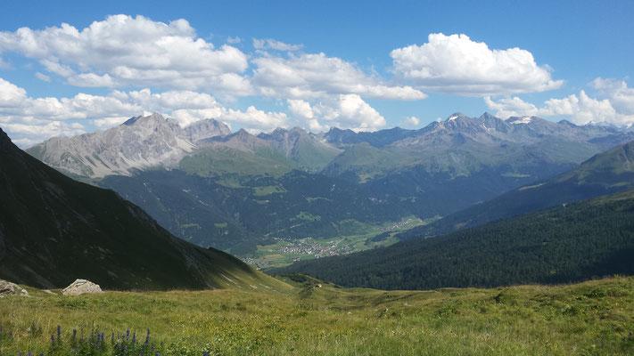 Wunderschöne Sicht auf die Bergwelt in der Umgebung. (Hier Blick auf Savognin)