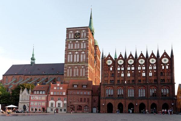 Altstadt von Stralsund, Nikolaikirche und Rathaus