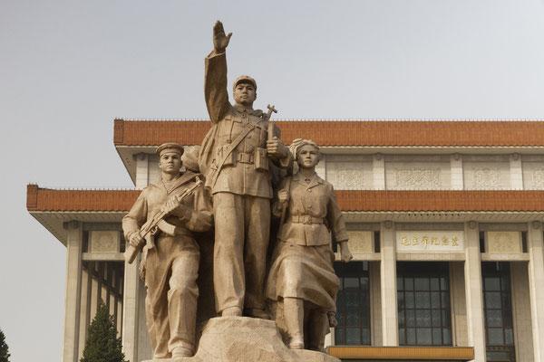 Heroische Figurengruppe vor Mao-Mausoleum