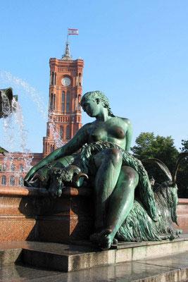 Neptunbrunnen vor dem Roten Rathaus