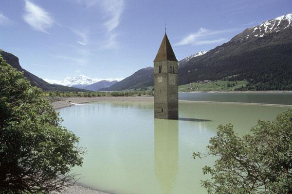 Reschensee mit Turm der Grauner Kirche