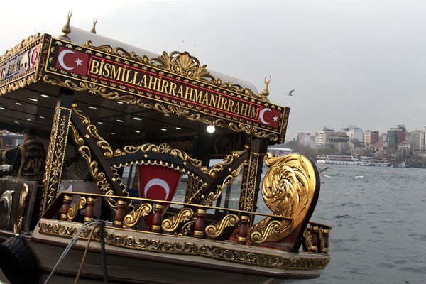 Restaurantschiff vor Eminönü