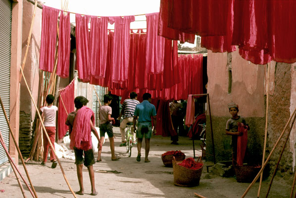 Kleiderproduktion (Tag, an dem rot gefärbt wurde)