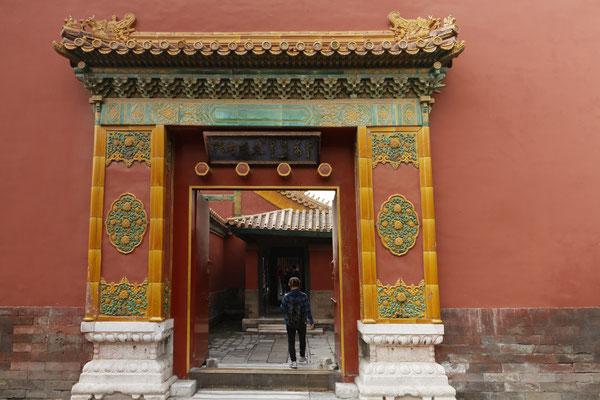 Kaiserpalast, Portal eines Palastes im Wohnbereich