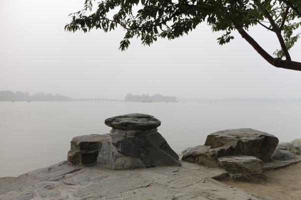 Sommerpalast, Kunmingsee mit Marmorbrücke im Hintergrund