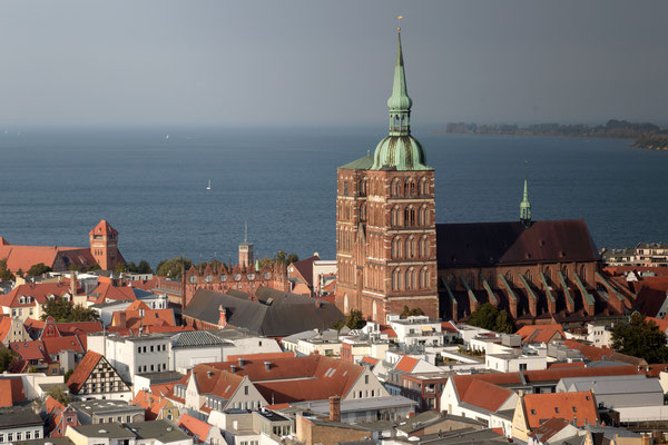 Blick auf die Altstadt von Stralsund mit der Nikolaikirche