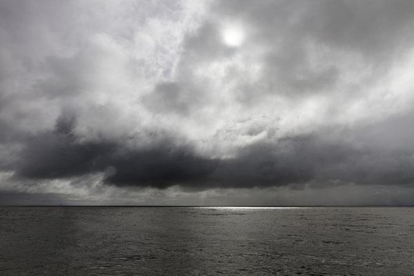 Regenfront über dem Wattermeer