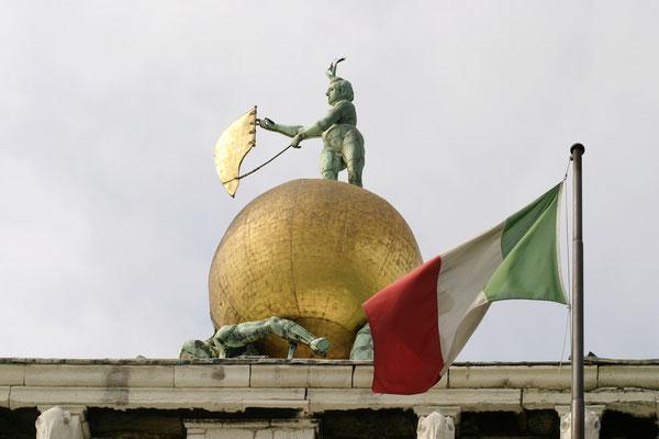 Dogana di Mare (Zollamt) mit goldenem Globus und Wetterfahne