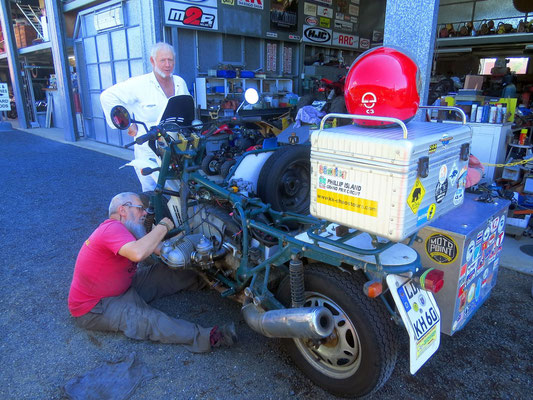 In Rockhampton mussten wir mal wieder die LiMa reparieren  -  in Rockhampton we had to repair the alternator once again