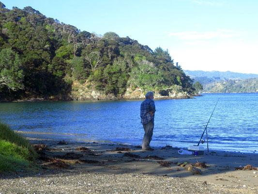 Kev at one of his many tries fishing - Kev bei einem seiner vielen Versuche, einen Fisch zu fangen