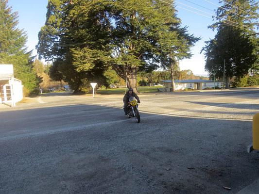Eric testet seine Weston  - Eric test riding his Weston