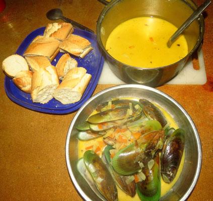 Grüne Muscheln in Weisweinsahnesoße - green mussels in white wine cream sauce