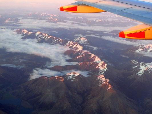 Letzter Blick auf die schneebedeckten Zentralalpen  -  last view of the snow covered Central Alps