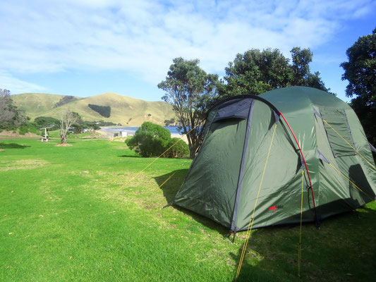 campsite in heaven, sheltered, near the beachh and most of it to ourselves  - paradisischer  Zeltplatz; geschütz am Sandstrand und fast ganz für uns alleine