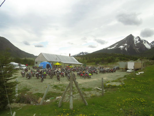Motorradtreffen mitten im Sommer und am Ende der Welt  -  bike rally in the height of summer at the end of the world