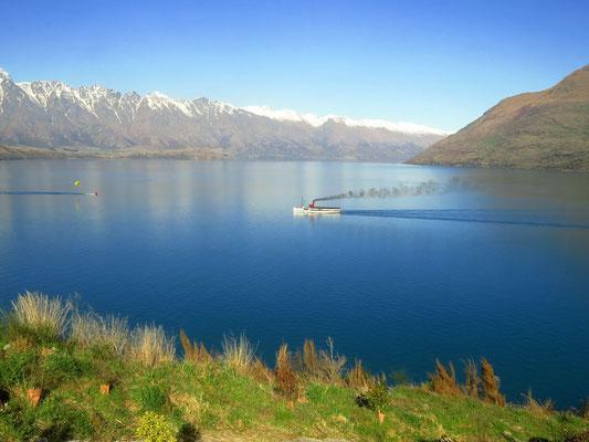 das Dampfschiff auf dem Lake Wakatipu  -  the steamboat