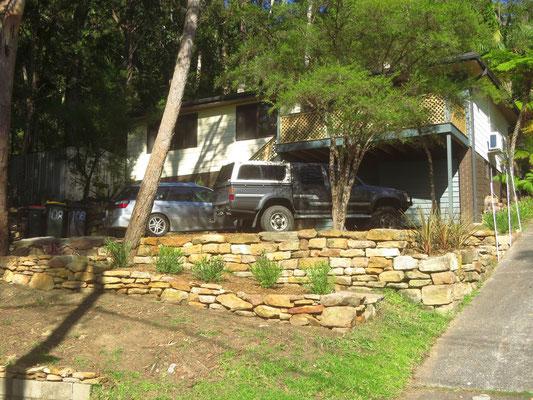 die neue Gartenmauer sieht doch gut aus, oder?  - isn't the new garden wall looking nice?