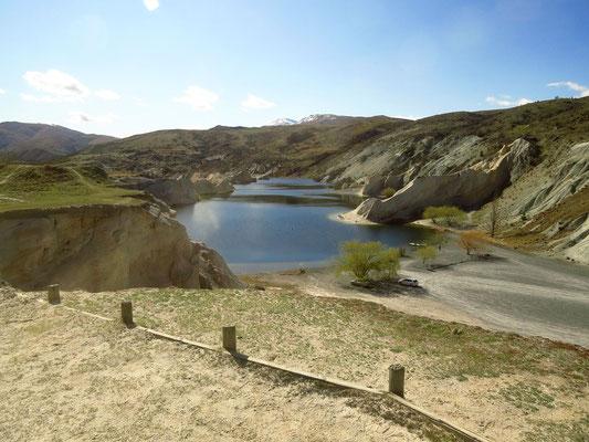 dieser See hat die Goldmine gefüllt  -  this lake has fille an old digging area