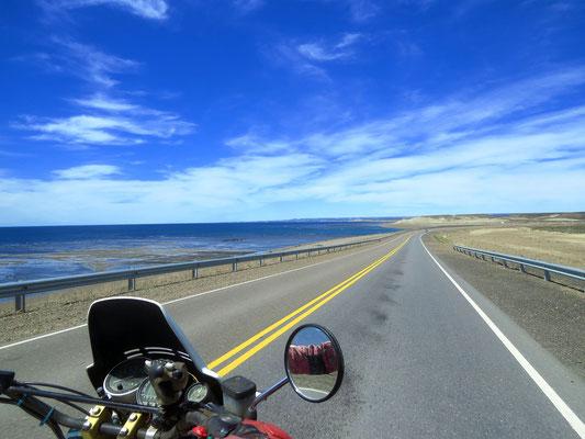 entlang der Küste  -  along the coast
