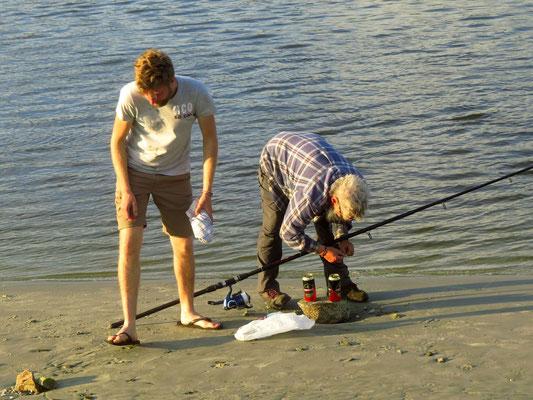 Johannes und Kevin beim Angeln  -  Johannes and Kev go fishing