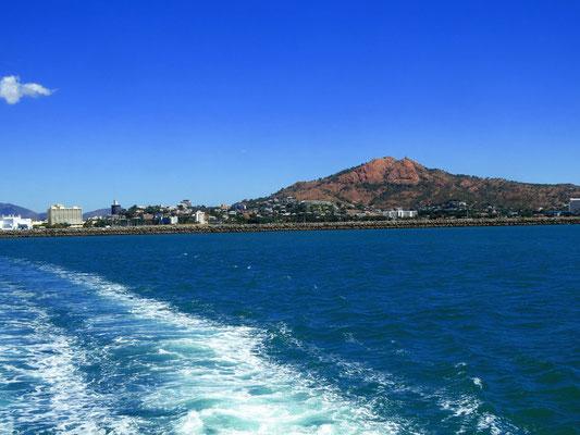 Blick auf die Stadt von der Fähre nach Magnetic Island - view of the town from the ferry to Magnetic island