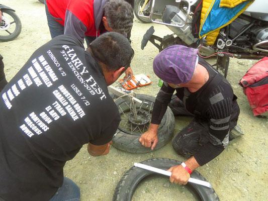 Bill bekommt einen neuen (gebrauchten) Reifen  -  Bill gets a new (used) tire