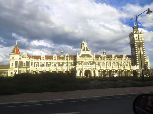 der Bahnhof in Dunedin - train station in Dunedin