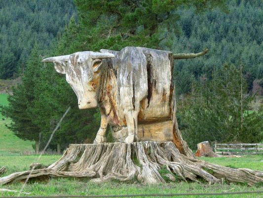 Baumstumpfkunst  -  piece of art made from a tree stump