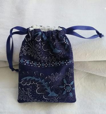 hochwertige Geschenkverpackung mit zweifarbigem Druck und Innenfutter