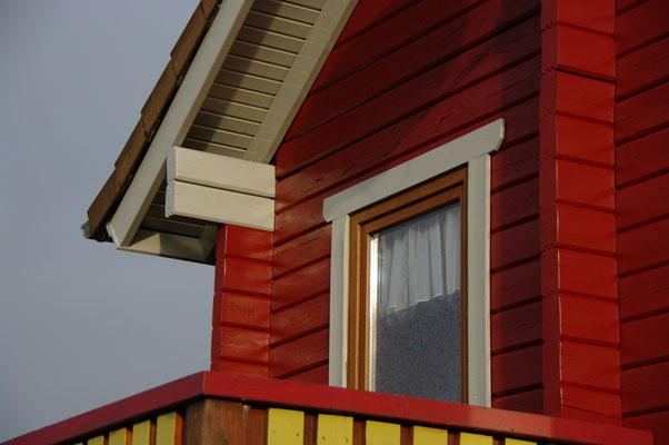 HoWeCa - Details der Fassade in Lichtgrau abgesetzt.