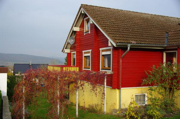 HoWeCa - Die sanierte Fassade Schwedenhauses  in Nordisch Rot