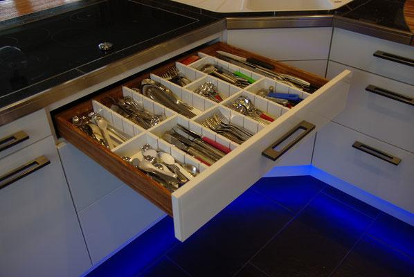 HoWeCa - Schubladen mit Vollauszügen und variablen Unterteilungen, Privatkunde