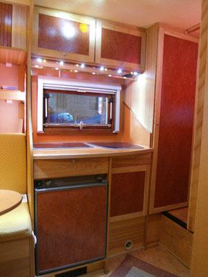 individueller Ausbau einer Pickup-Absetzkabine, Küchenzeile