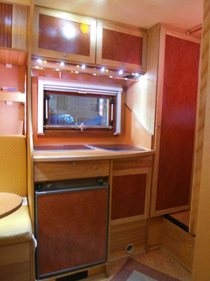 HoWeCa - Individueller Ausbau einer Pickup-Absetzkabine, Küchenzeile
